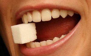 Из-за каких болезней портятся зубы?