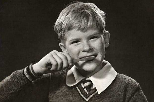 Самые первые зубные щетки