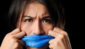 Неприятный запах изо рта и как от него избавится?