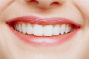 Стоит ли отбеливать зубы человека?